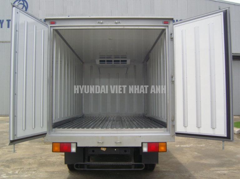 Hyundai Mighty 110SP thung dong lanh